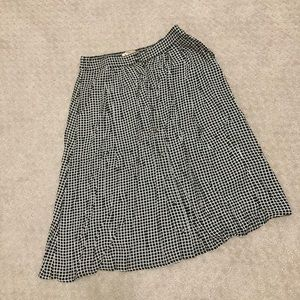 H&M Skirts - Pleated skirt- perfect for the holidays!